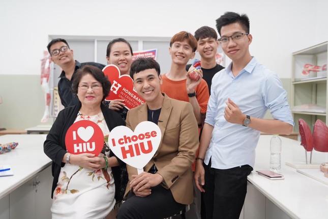 MC Lê Minh Ngọc: Từ chàng trai mê nghệ thuật đến giảng viên Đại học ảnh 12