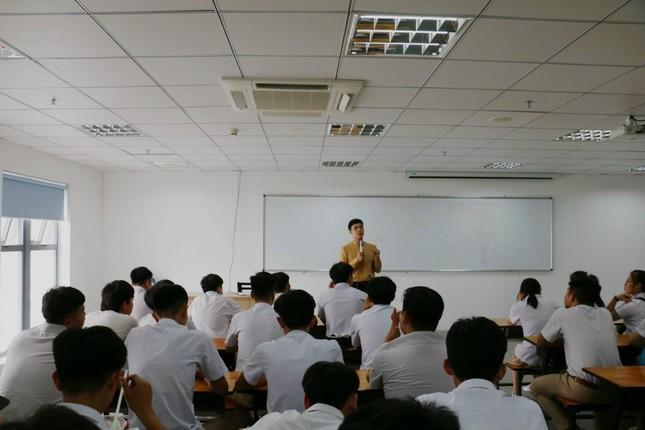 MC Lê Minh Ngọc: Từ chàng trai mê nghệ thuật đến giảng viên Đại học ảnh 10