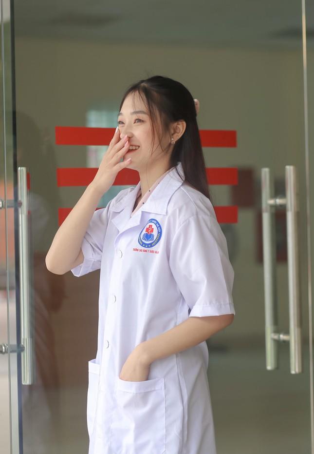 Cô gái ngành Dược có nụ cười tạo thiện cảm ngay từ cái nhìn đầu tiên ảnh 4