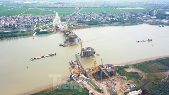 Toàn cảnh công trường xây dựng cầu vượt sông gần 2.000 tỷ đồng ở Bắc Ninh ảnh 1