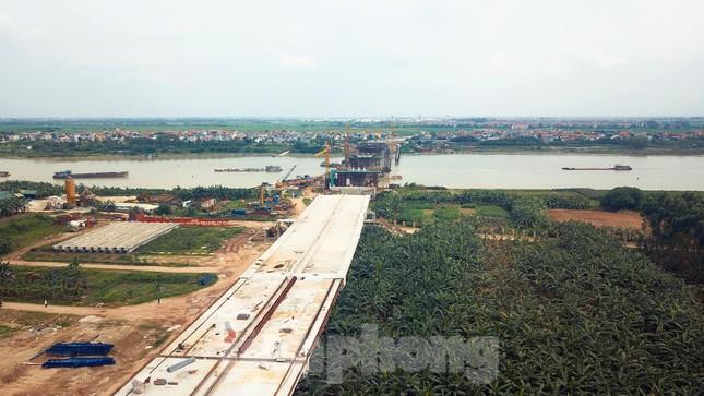 Toàn cảnh công trường xây dựng cầu vượt sông gần 2.000 tỷ đồng ở Bắc Ninh ảnh 4