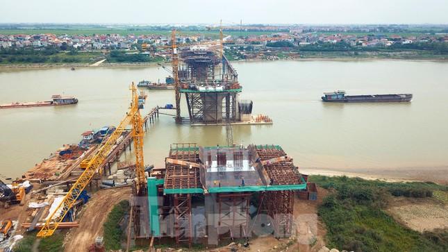 Toàn cảnh công trường xây dựng cầu vượt sông gần 2.000 tỷ đồng ở Bắc Ninh ảnh 11