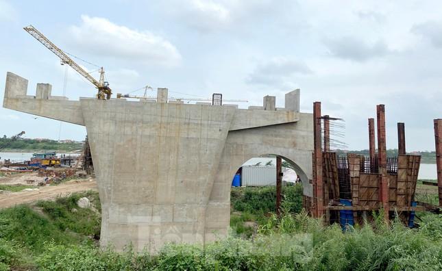 Toàn cảnh công trường xây dựng cầu vượt sông gần 2.000 tỷ đồng ở Bắc Ninh ảnh 6
