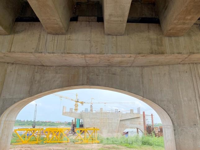 Toàn cảnh công trường xây dựng cầu vượt sông gần 2.000 tỷ đồng ở Bắc Ninh ảnh 9