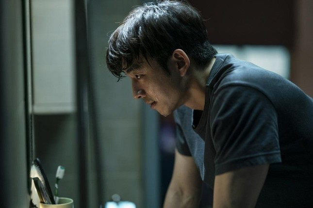 Làm sao cưỡng lại sức hút của hai nam thần cực phẩm trong 'Seobok - Người nhân bản'? ảnh 8