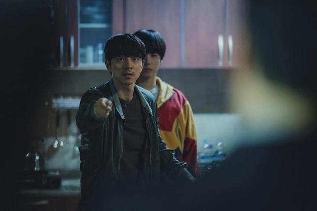 Làm sao cưỡng lại sức hút của hai nam thần cực phẩm trong 'Seobok - Người nhân bản'? ảnh 7