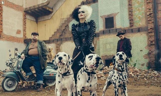 'Cruella' - Giải mã câu chuyện đáng sợ về kẻ đi săn bộ da 101 con chó đốm ảnh 6