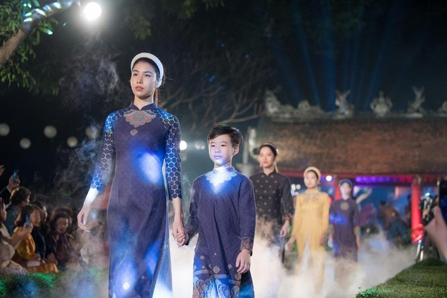Hoa hậu Ngọc Hân, NTK Hà Duy đưa chi tiết rất đặc biệt vào bộ sưu tập áo dài mới ảnh 3