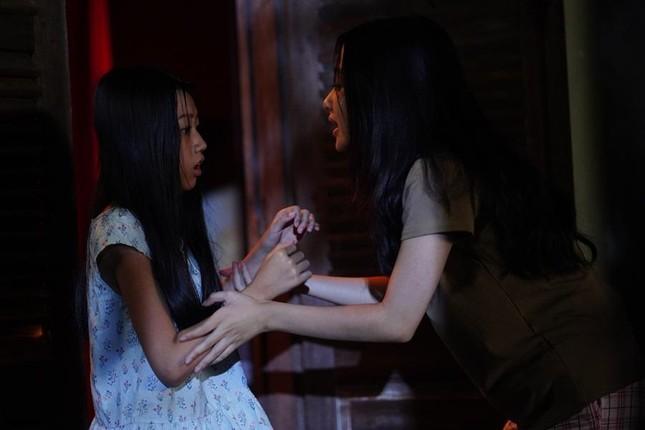 """Sau Mai Cát Vi, đến lượt Lâm Thanh Mỹ trở thành nạn nhân trong phim kinh dị """"Bóng đè"""" ảnh 4"""