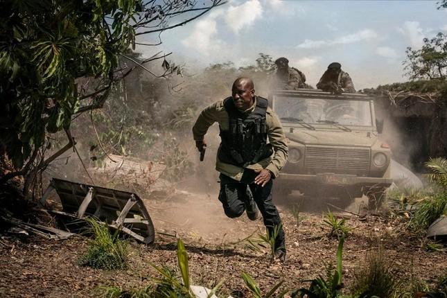 """""""Fast & Furious 9"""" trở lại để tiếp tục thách thức khả năng """"chịu đựng"""" của người xem ảnh 8"""