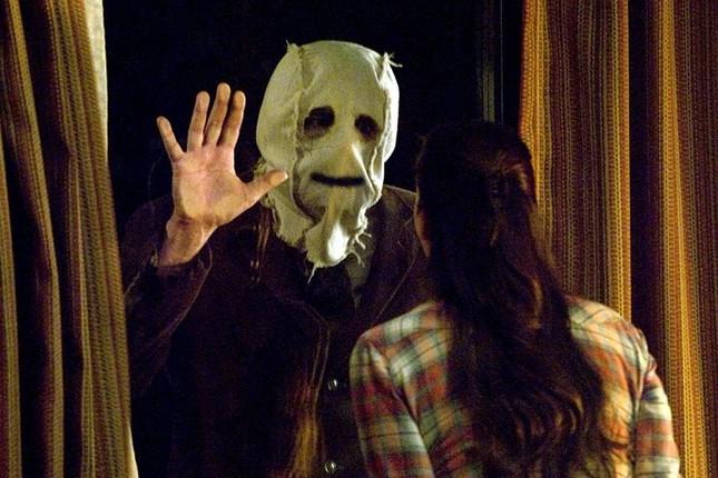 Nỗi kinh hoàng đến từ những chiếc mặt nạ tưởng chừng đơn sơ trong phim kinh dị ảnh 7