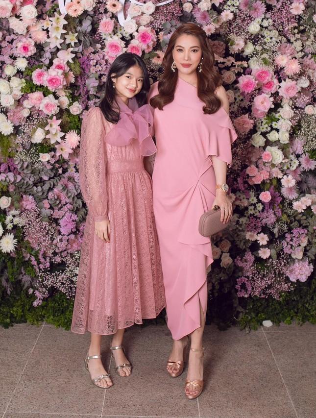 Mới 12 tuổi nhưng con gái Trương Ngọc Ánh đã có vóc dáng siêu mẫu, chân dài miên man ảnh 1
