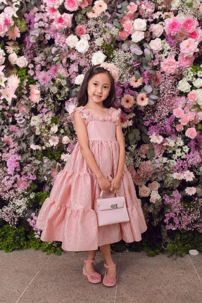 """Con gái Hoa hậu Hà Kiều Anh xinh đẹp, yêu kiều cỡ nào mà được gọi là """"tiên tử""""? ảnh 5"""