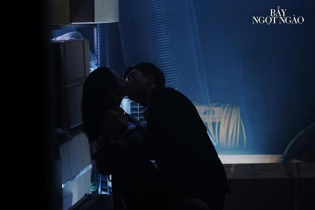 """Minh Hằng choáng váng khi đạo diễn yêu cầu cởi hết đồ cho cảnh nóng trong """"Bẫy ngọt ngào"""" ảnh 4"""