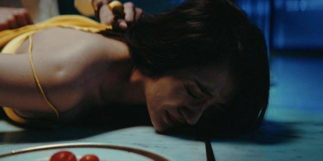 """Minh Hằng choáng váng khi đạo diễn yêu cầu cởi hết đồ cho cảnh nóng trong """"Bẫy ngọt ngào"""" ảnh 2"""