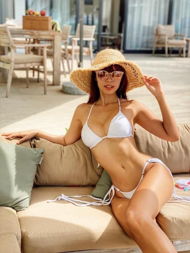 Mỹ nhân V-biz đua nhau diện bikini siêu nhỏ: Bé đến mức chỉ che được vùng nhạy cảm ảnh 10