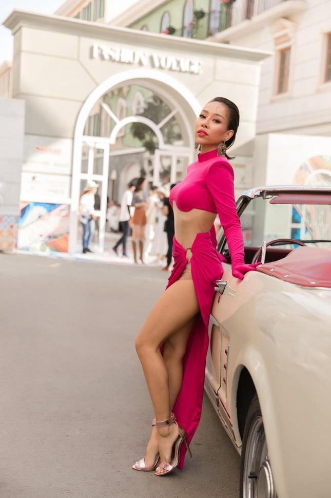 Diện bikini siêu nhỏ vẫn chưa là gì, ca sĩ Thảo Trang còn khoe hẳn cảnh tắm nude ảnh 3