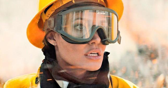 Lý do nào khiến Angelina Jolie chấp nhận hóa thân thành một lính cứu hỏa trong phim mới? ảnh 7