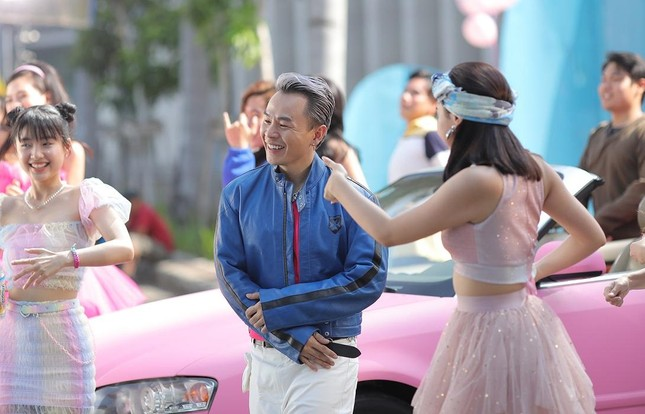 Vừa nghỉ lễ xong, Binz lẳng lặng tung teaser cho MV mới 'Ờ mây zing Good...' ảnh 9