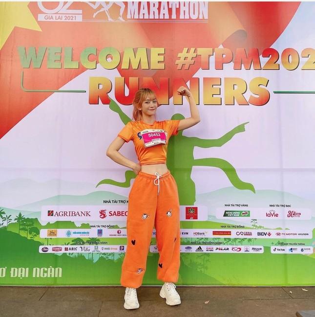 """""""Hot"""" Tiktoker Lê Bống rạng rỡ """"chạy giữa đại ngàn"""" cùng Tiền Phong Marathon 2021 ảnh 6"""