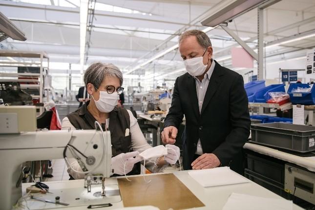 Chiêm ngưỡng những bộ quần áo bảo hộ của Louis Vuitton ở Paris ảnh 7