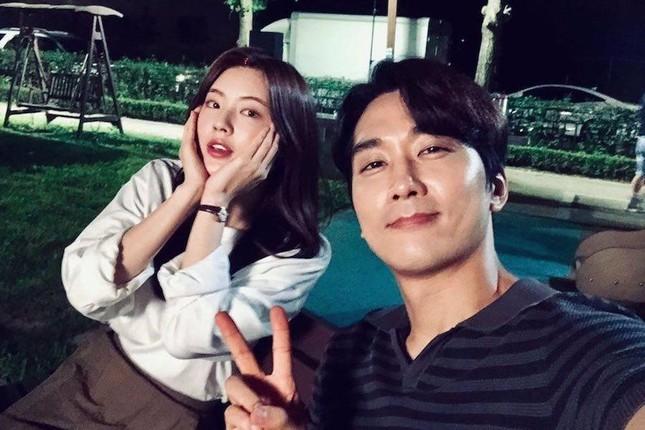 K-biz 20/5: Không phải Hyun Bin, Song Hye Kyo đang hẹn hò ai? Song Joong Ki đóng phim mới? ảnh 8