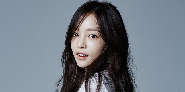 K-biz 20/5: Không phải Hyun Bin, Song Hye Kyo đang hẹn hò ai? Song Joong Ki đóng phim mới? ảnh 11