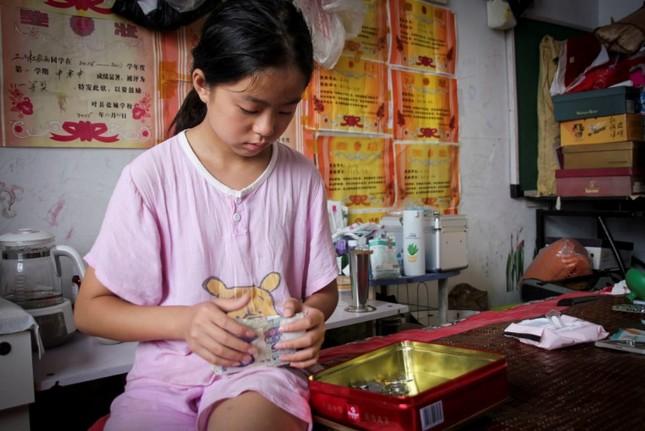 Cảm động bé gái 11 tuổi nhặt phế liệu gom tiền giành tặng bố mẹ lễ thất tịch đáng nhớ ảnh 7