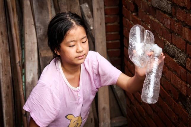 Cảm động bé gái 11 tuổi nhặt phế liệu gom tiền giành tặng bố mẹ lễ thất tịch đáng nhớ ảnh 13