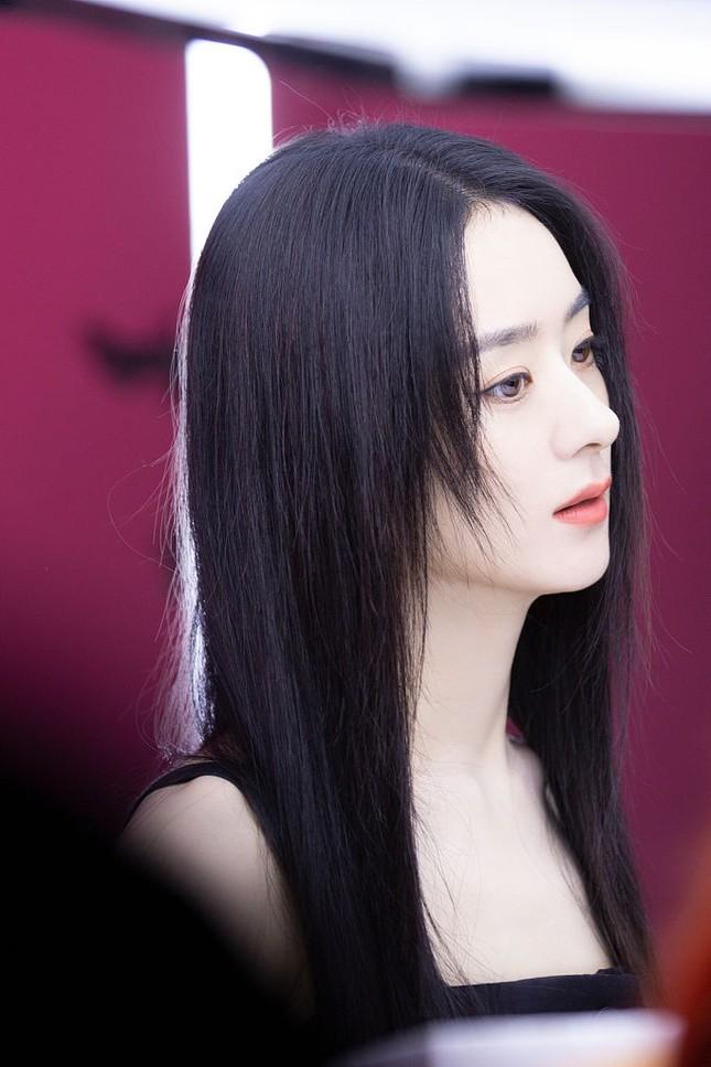 """""""Nín thở"""" trước visual mới của Triệu Lệ Dĩnh, nhưng tâm điểm chú ý mới thực sự bất ngờ ảnh 4"""