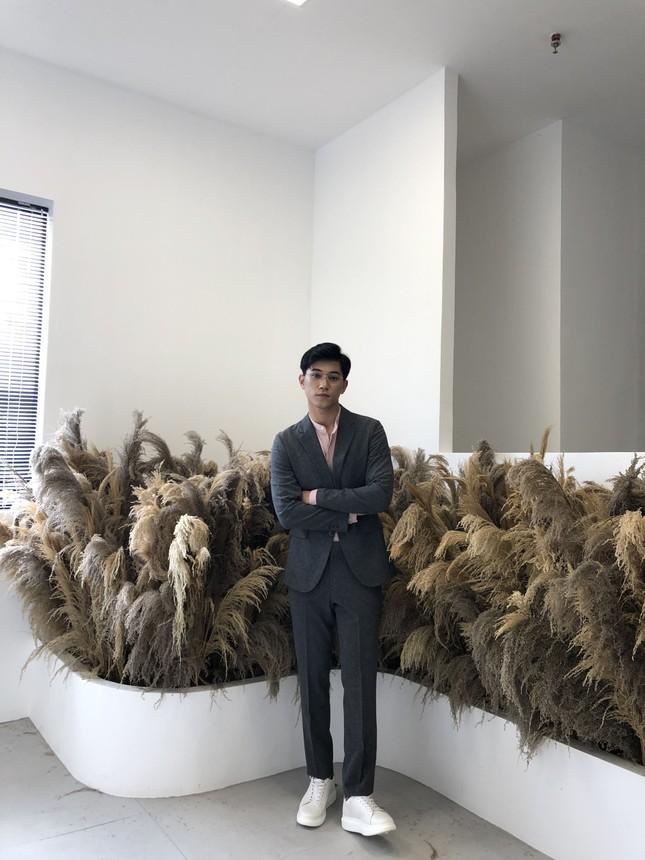 Nam sinh Tài chính Ngân hàng là Đảng viên, có thành tích học xuất sắc, thích làm người mẫu ảnh 14