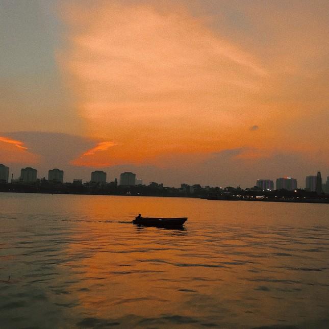Hoàng hôn hồ Tây: Điểm check-in, thư giãn của giới trẻ Hà Thành ảnh 1