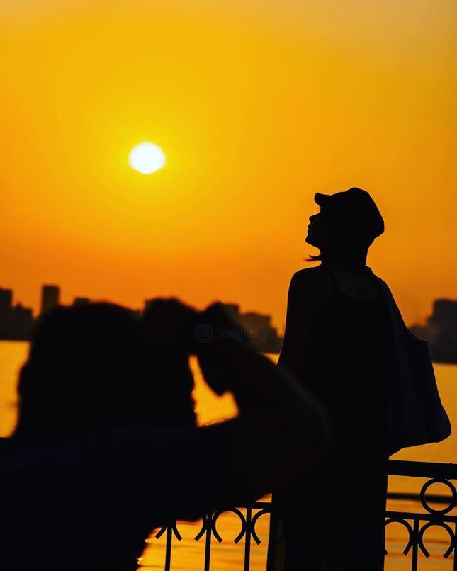 Hoàng hôn hồ Tây: Điểm check-in, thư giãn của giới trẻ Hà Thành ảnh 12
