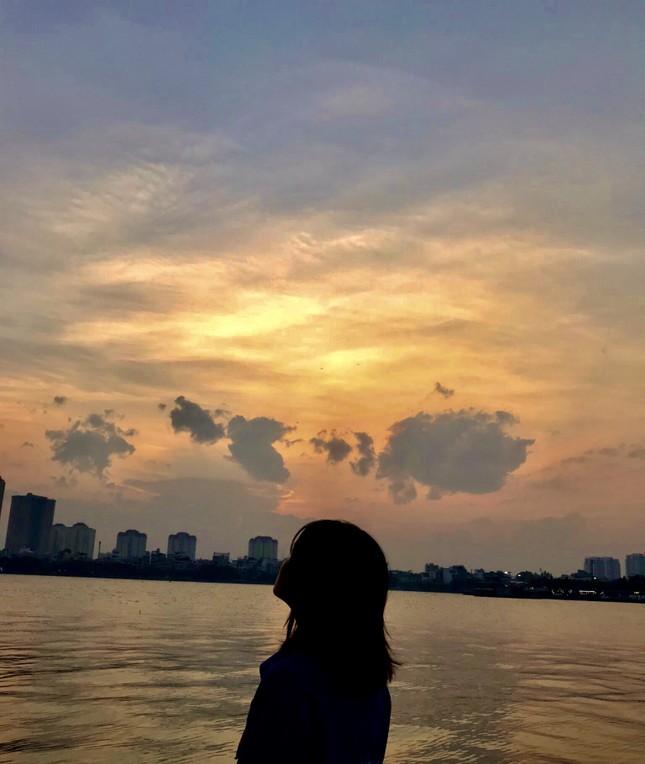 Hoàng hôn hồ Tây: Điểm check-in, thư giãn của giới trẻ Hà Thành ảnh 14
