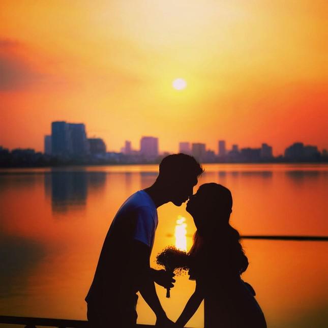 Hoàng hôn hồ Tây: Điểm check-in, thư giãn của giới trẻ Hà Thành ảnh 9