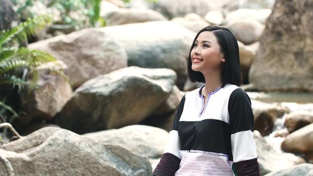 Người đẹp Đào Thị Hà diện trang phục Chăm quảng bá lễ hội văn hóa dân gian Khánh Hòa ảnh 3