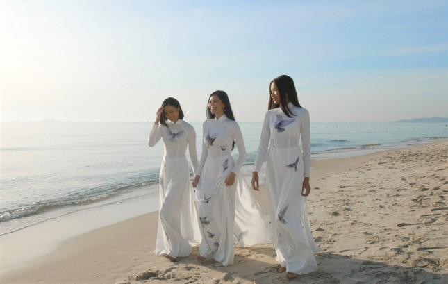 Người đẹp Đào Thị Hà diện trang phục Chăm quảng bá lễ hội văn hóa dân gian Khánh Hòa ảnh 2