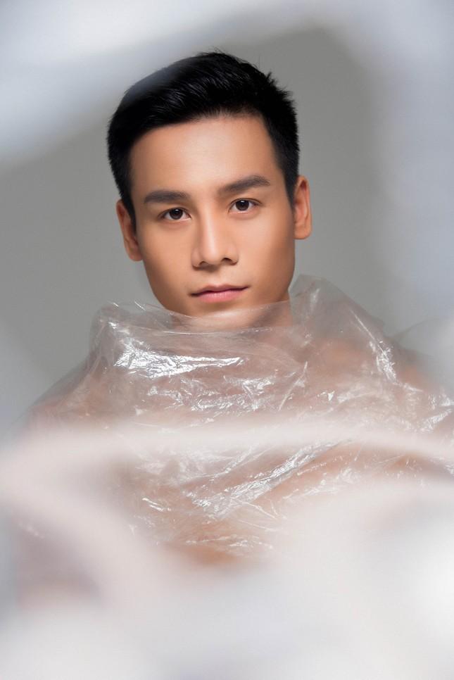 Nam vương Thế giới Cao Xuân Tài kêu gọi hạn chế sử dụng túi nilon qua bộ ảnh mới ảnh 3