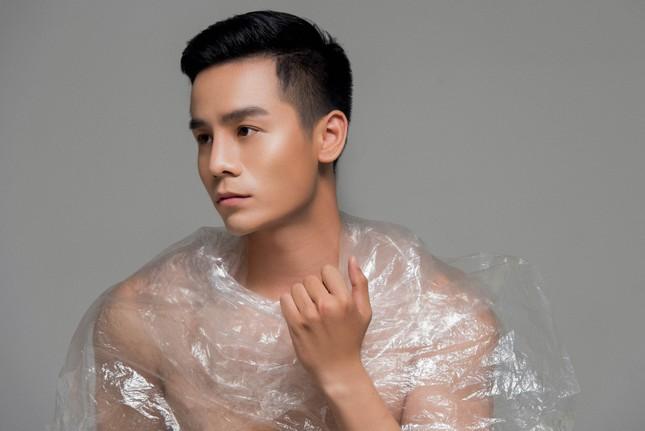 Nam vương Thế giới Cao Xuân Tài kêu gọi hạn chế sử dụng túi nilon qua bộ ảnh mới ảnh 2
