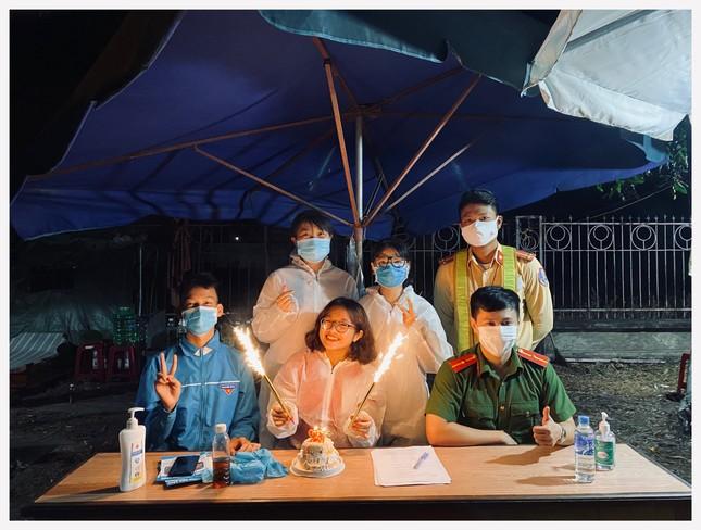 Khi cả nhà trường và sinh viên cùng chung tay chống dịch COVID-19 ảnh 11