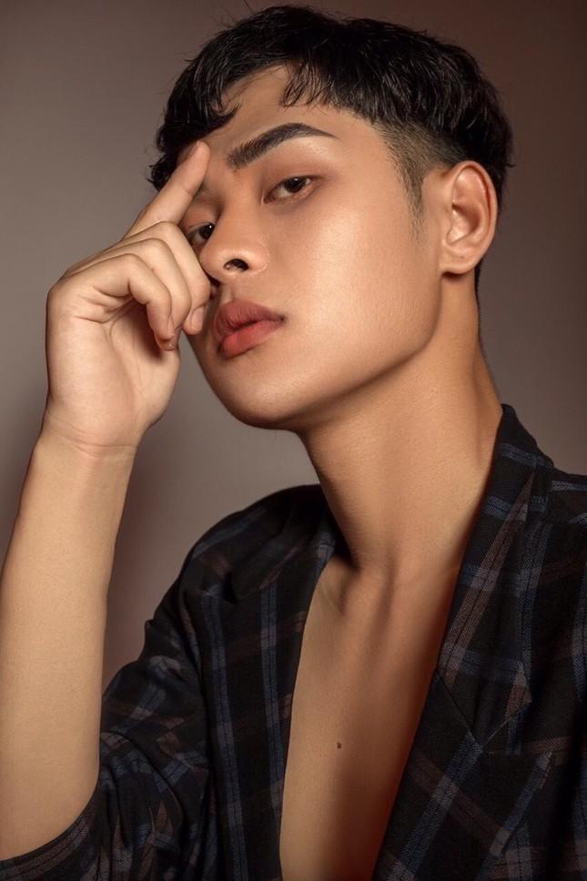 Học đại học Văn hoá lại bén duyên với nghề make up và mẫu ảnh ảnh 13