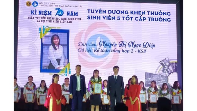 Nữ sinh là Đảng viên trẻ xuất sắc tiêu biểu của trường Giao thông ảnh 3