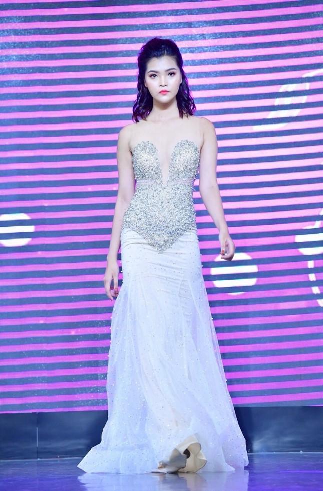 Ước mơ trở thành người mẫu của một cô gái có chiều cao vượt trội từ nhỏ ảnh 2