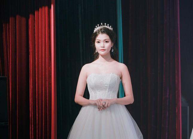 Ước mơ trở thành người mẫu của một cô gái có chiều cao vượt trội từ nhỏ ảnh 8