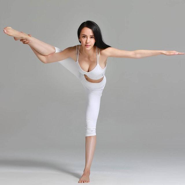 Những HLV yoga đẹp và dẻo dai nhất châu Á người Trung Quốc ảnh 1