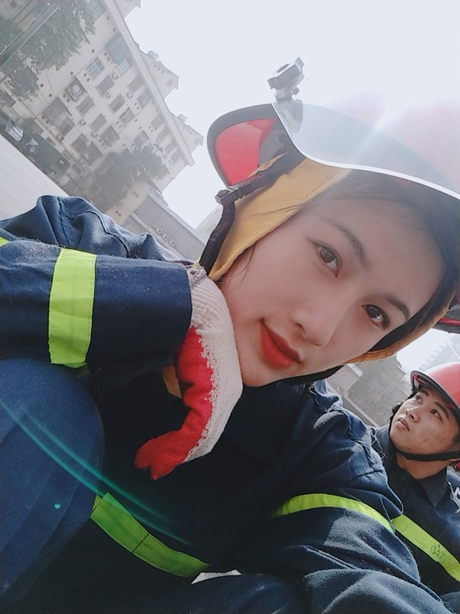 Nữ thủ khoa đầu ra trường ĐH Phòng cháy Chữa cháy được kết nạp Đảng trên giảng đường ảnh 7