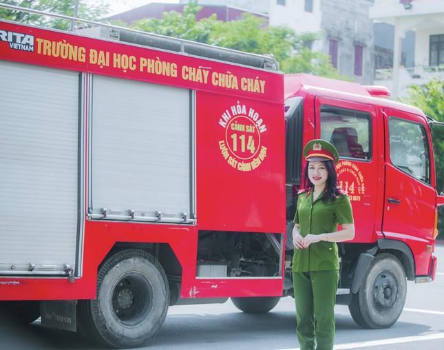 Nữ thủ khoa đầu ra trường ĐH Phòng cháy Chữa cháy được kết nạp Đảng trên giảng đường ảnh 4