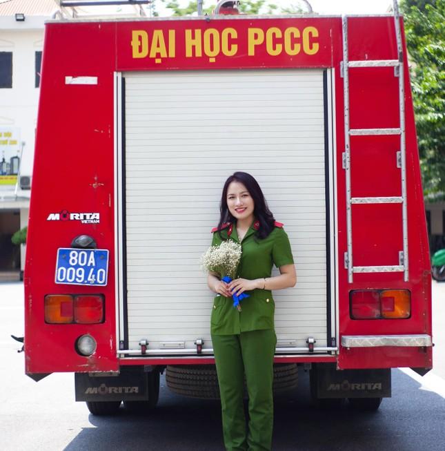 Nữ thủ khoa đầu ra trường ĐH Phòng cháy Chữa cháy được kết nạp Đảng trên giảng đường ảnh 1