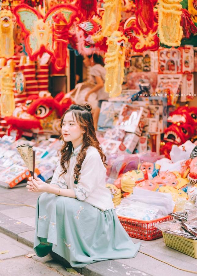 Nữ sinh 10X gây thương nhớ trong bộ ảnh đón Trung thu trên phố Hàng Mã ảnh 2