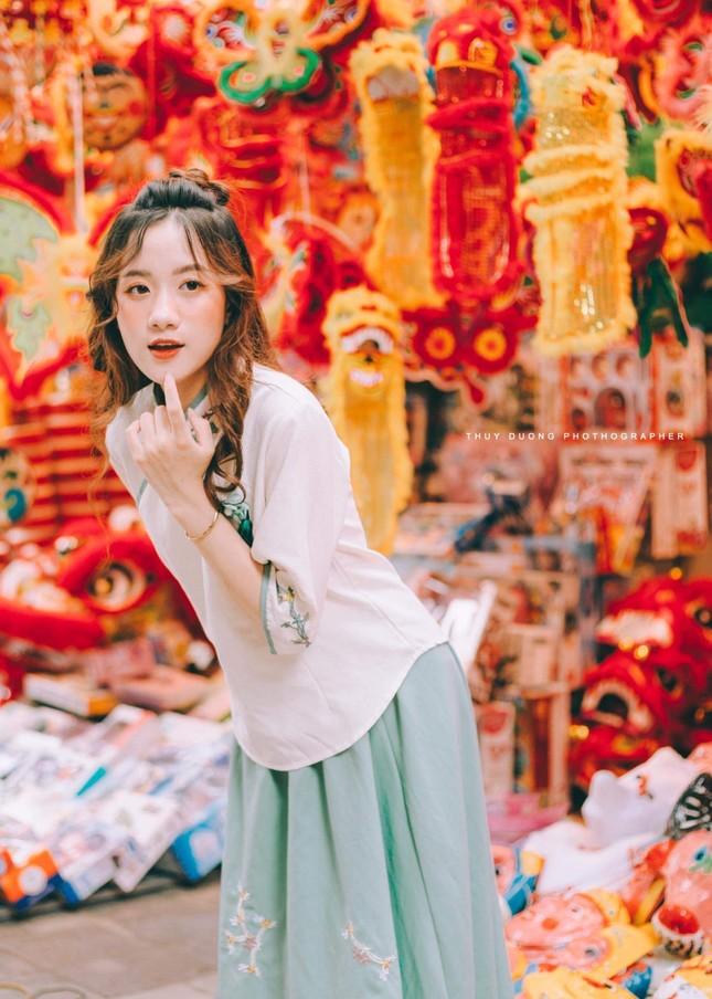 Nữ sinh 10X gây thương nhớ trong bộ ảnh đón Trung thu trên phố Hàng Mã ảnh 7